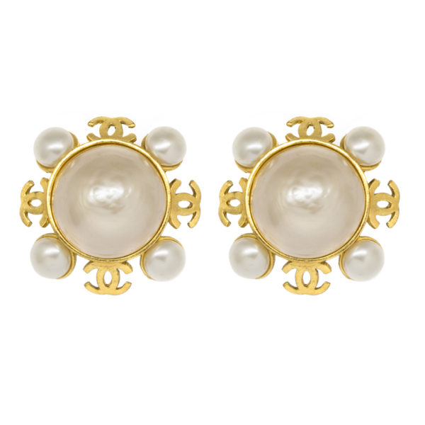 Vintage snowflake pearl earrings Chanel