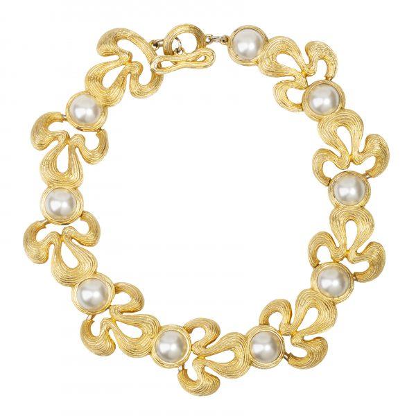 Vintage pearl detail carved necklace